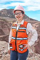 Portrait of mining woman in open pit mine. Block<br /> Retrato de mujere minera en mina de cielo abierto. Tajo<br /> (Foto: Luis Gutierrez / NortePhoto)