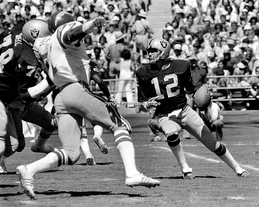 Raider QB Ken Stabler ready to pass against the San Diego Chargers..(1976 photo/Ron Riesterer)