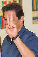 SÃO PAULO, SP, 28.10.2018 - ELEIÇÕES-2018 - O candidato à presidência do Brasil, Fernando Haddad (PT) durante votação do segundo turno no colégio Brazilian International School, neste domingo, 28, no bairro de Indianópolis em São Paulo. (Foto: Anderson Lira/Brazil Photo Press/Folhapress)