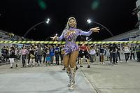 SÃO PAULO, SP, 15 DE JANEIRO DE 2012 - ENSAIO GAVIÕES DA FIEL - Ana Paula Minerato durante ensaio técnico da Escola de Samba Gaviões da Fiel na praparação para o Carnaval 2012. O ensaio foi realizado na madrugada deste domingo, no Sambódromo do Anhembi, zona norte da cidade. FOTO LEVI BIANCO - NEWS FREE