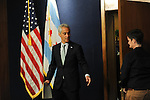 Rahm Emanuel Announces More Tasers for Chicago Police (USA)
