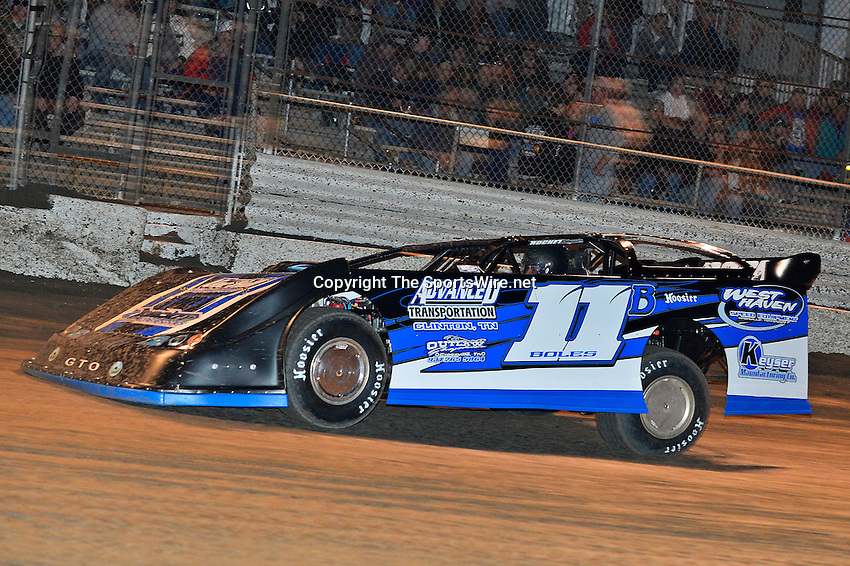 Feb 17, 2014; 7:15:25 PM;  Barberville, FL, USA;  World of Outlaws Late Model Series for 43rd Annual DIRTcar Nationals presented by Summit Racing Equipment at Volusia Speedway Park.  Mandatory Credit: (thesportswire.net)