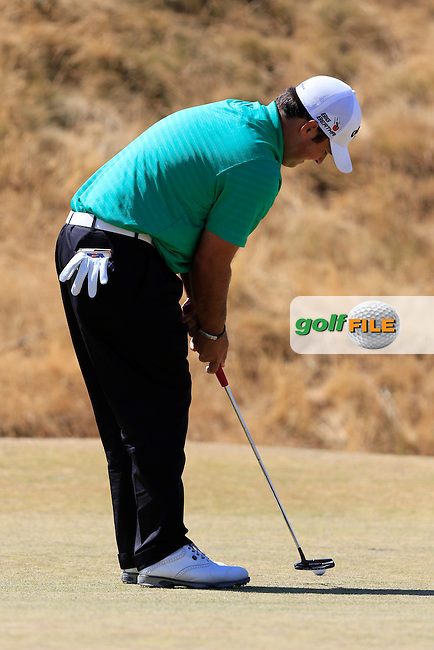 Patrick Reed (USA) putts on the 6th green during Sunday's Final Round of the 2015 U.S. Open 115th National Championship held at Chambers Bay, Seattle, Washington, USA. 6/21/2015.<br /> Picture: Golffile | Eoin Clarke<br /> <br /> <br /> <br /> <br /> All photo usage must carry mandatory copyright credit (&copy; Golffile | Eoin Clarke)