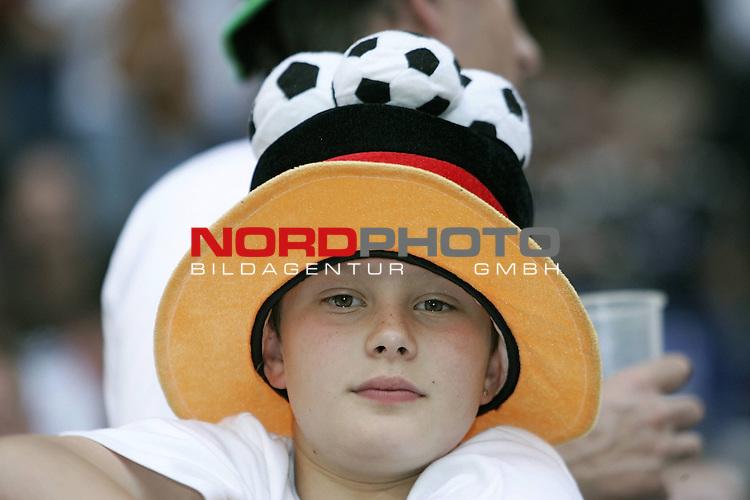 Qualifikation  EM 2007 Gruppe: D<br /> <br /> Deutschland (GER) - Slowakei ( SVK ) 2:1<br /> <br /> Fans mit Hut<br /> <br /> <br /> Foto &copy; nph ( nordphoto )<br /> <br /> <br /> <br />  *** Local Caption ***
