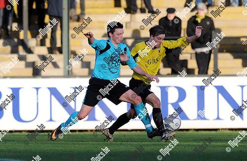 2011-12-18 / Voetbal / seizoen 2011-2012 / Berchem Sport - Londerzeel / Christiaens (L) met Tim Thyssen (Berchem)..Foto: Mpics.be