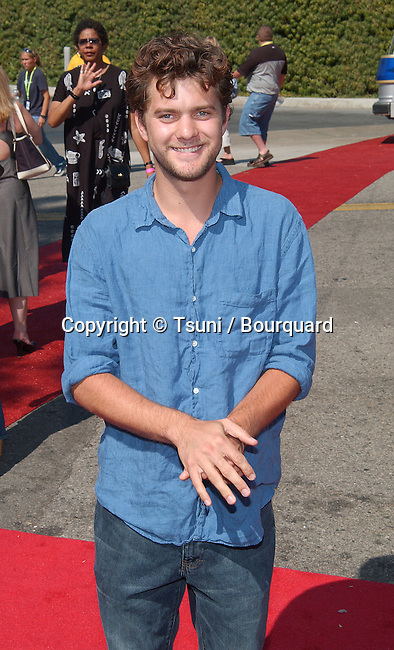 Joshua Jackson arrives at the Teen Choice Awards 2002 held at the Universal Amphitheatre in Los Angeles, Ca., August 4, 2002.            -            JacksonJoshua91.jpg