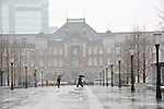 February 14, 2014, Tokyo, Japan - Business people scurry off in the falling snow near Tokyo Station on Friday, February 14, 2014. Two weeks in a row, the nation's capital was blanketed with inches of snow as a low-pressure front hit a wide swath along the Pacific coasts, disrupting land, sea and air transportation services.  (Photo by Natsuki Sakai/AFLO)