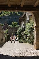 Europe/France/Midi-Pyrénées/46/Lot/Espagnac-Sainte-Eulalie: Depuis la tour-porte le chemin des Dames