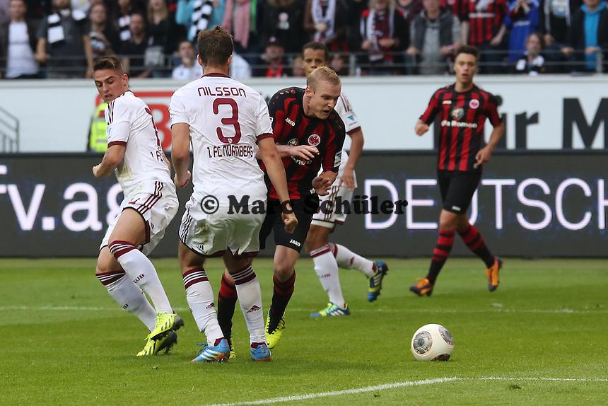 Sebastian Rode (EIntracht) wird von Per Nilsson (Nürnberg) gefoult und der Elfmeter verweigert - Eintracht Frankfurt vs. 1. FC Nuernberg,