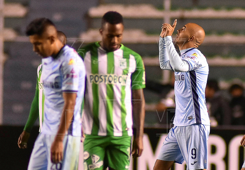 LA PAZ - BOLIVIA, 05-04-2018: Marcos Riquelme del Bolívar de Bolivia celebra después de anotar un gol a Atlético Nacional de Colombia durante partido por la fecha 3, Grupo B, de la Copa CONMEBOL Libertadores 2018  jugado en el estadio Hernando Siles de la Ciudad de La Paz. / Marcos Riquelme player of Bolívar of  Bolivia celebrates after scoring a goal to Atletico Nacional of Colombia during match for the date 3, Group B, of the Copa CONMEBOL Libertadores 2018 played at Hernando Siles stadium in La Paz city. Photo: APG / VizzorImage / Daniel Miranda