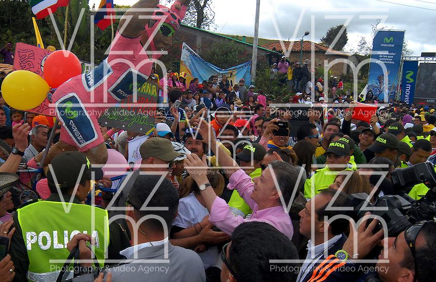 COMBITA -COLOMBIA. 01-06-2014. Habitantes de la Vereda 'La chorrera´ del municipio de Cómbita se reunieron a festejar el triunfo de Nairo Quintana ( Movistar team) como campeón general de la versión 97 del Giro de Italia 2014 la Segunda carrera de ciclismo más importante del mundo./ Residents of the village of 'La Chorrera' Combita Township gathered to celebrate the triumph of Nairo Quintana (Movistar Team) as overall champion for version 97 of the Giro d'Italia 2014, the second race of the world's largest cycling. Photo: VizzorImage/ Jose Miguel Palencia / Str