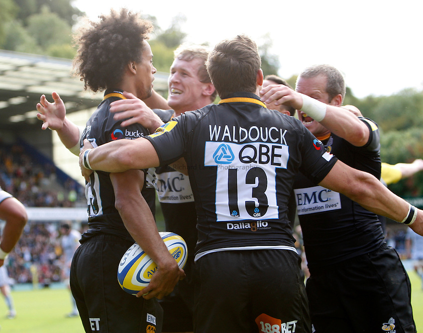 Photo: Richard Lane/Richard Lane Photography. London Wasps v Leicester Tigers. Aviva Premiership. 18/09/2010. Wasps celebrate a late match winning try by Richard Haughton.