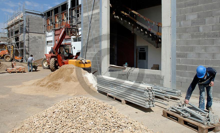 25/04/06 - BRIOUDE - HAUTE LOIRE - FRANCE - Investissement et travaux d agrandissement a l entreprise RICHES MONTS - Photo Jerome CHABANNE