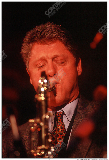 Bill CLINTON, playing the saxophone during his presidential campaign, The 5th Column, Washington D.C., January 1992