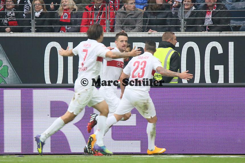 Torjubel um Christian Gentner (VfB) beim 1:3 - Eintracht Frankfurt vs. VfB Stuttgart, Commerzbank Arena