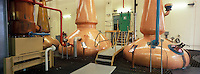 "Europe/Grande-Bretagne/Ecosse/Moray/Speyside/Dufftown : Distillerie ""The Glenlivet"" - Distillation du wash dans des alambics en cuivre ""pot-stills"""