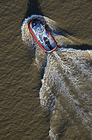 Hafenschlepper: EUROPA, DEUTSCHLAND, BREMERHAVEN, (EUROPE, GERMANY), 20.02.2012  Schlepper, auch Schleppschiffe genannt, (engl. tugboat oder tug) sind Schiffe mit leistungsstarker Antriebsanlage, die zum Ziehen und Schieben anderer Schiffe oder großer schwimmfaehiger Objekte eingesetzt werden. Meist werden zum Ziehen Schlepptrossen verwendet, die am Schlepper an Haken eingehaengt oder an Seilwinden aufgerollt sind. In Deutschland gibt es zusammen mit den Schubschiffen 450 Stueck