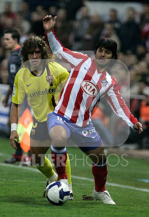 Atletico de Madrid's Kun Aguero against Barcelona's Carles Puyol during La Liga match, March 01, 2009. (ALTERPHOTOS/Alvaro Hernandez).