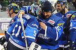 Torwart Jochen Reimer (Nr.32, ERC Ingolstadt) gratuliert Torwart Timo Pielmeier (Nr.51, ERC Ingolstadt) zum Sieg beim Spiel in der DEL, ERC Ingolstadt (blau) - Nuernberg Ice Tigers (weiss).<br /> <br /> Foto &copy; PIX-Sportfotos *** Foto ist honorarpflichtig! *** Auf Anfrage in hoeherer Qualitaet/Aufloesung. Belegexemplar erbeten. Veroeffentlichung ausschliesslich fuer journalistisch-publizistische Zwecke. For editorial use only.