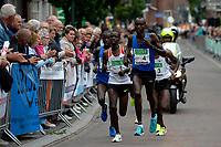APPINGEDAM - Atletiek,  Stadsloop Appingedam , 24-06-2017, doorkomst na 5 kilometer met links John Langat, op kop Nohan Kigen met daarachter Abera Kuma