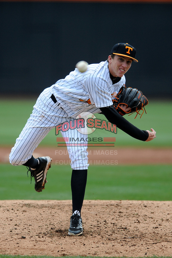 Tennessee Volunteers starting pitcher Aaron Quillen #19 delivers a pitch during a game against  the Arizona State Sun Devils at Lindsey Nelson Stadium on February 23, 2013 in Knoxville, Tennessee. The Volunteers won 11-2.(Tony Farlow/Four Seam Images).