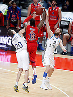 Real Madrid's Jaycee Carroll (l) and Sergio Rodriguez (r) and CSKA Moscow's Sonny Weems during Euroleague 2012/2013 match.January 31,2013. (ALTERPHOTOS/Acero)