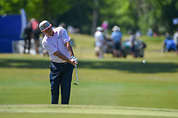 Jason Dufner (USA) chips on to 17 during Round 1 of the Zurich Classic of New Orl, TPC Louisiana, Avondale, Louisiana, USA. 4/26/2018.<br /> Picture: Golffile | Ken Murray<br /> <br /> <br /> All photo usage must carry mandatory copyright credit (&copy; Golffile | Ken Murray)