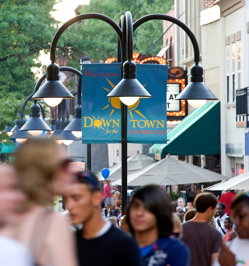Patrons browse and walk the Downtown Mall in Charlottesville, VA. Photo/ Andrew Shurtleff