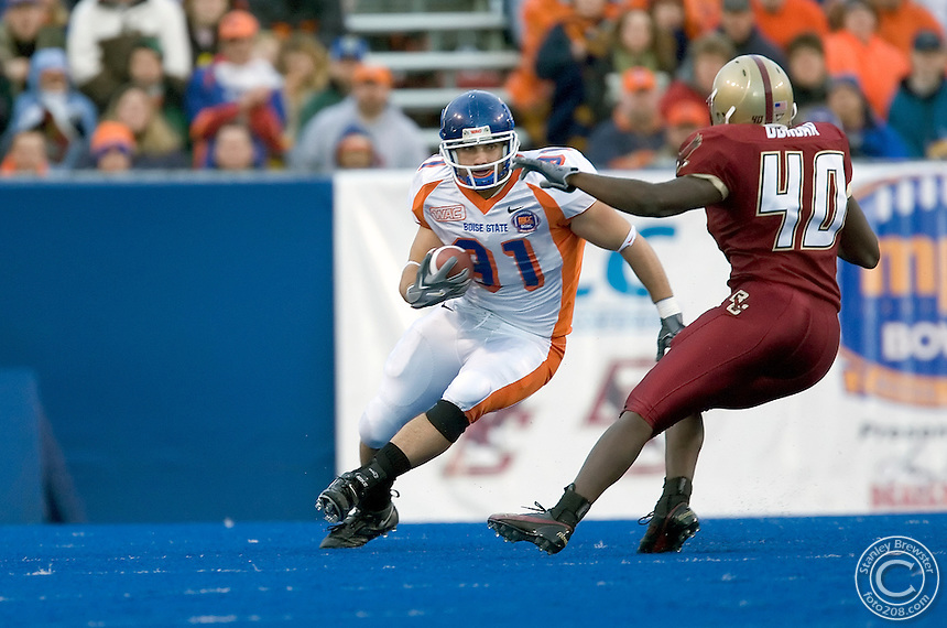 12-28-05-Boise ID. Boise State vs. Boston College in the 2005 MPC Computers Bowl in Bronco Stadium. Boise State tight end, Derek Schouman (91) with a first half reception. The Eagles beat the Broncos 27-21.