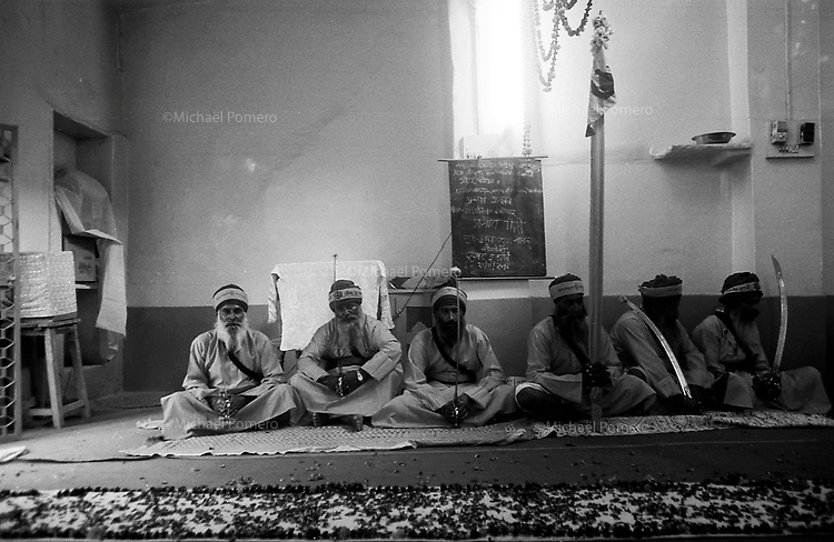 11.2010 Bundi (Rajasthan)<br /> <br /> Sikh monks in a temple during guru Nanak festival.<br /> <br /> Moine sikhs dans le temple pendant la fête de guru Nanak.
