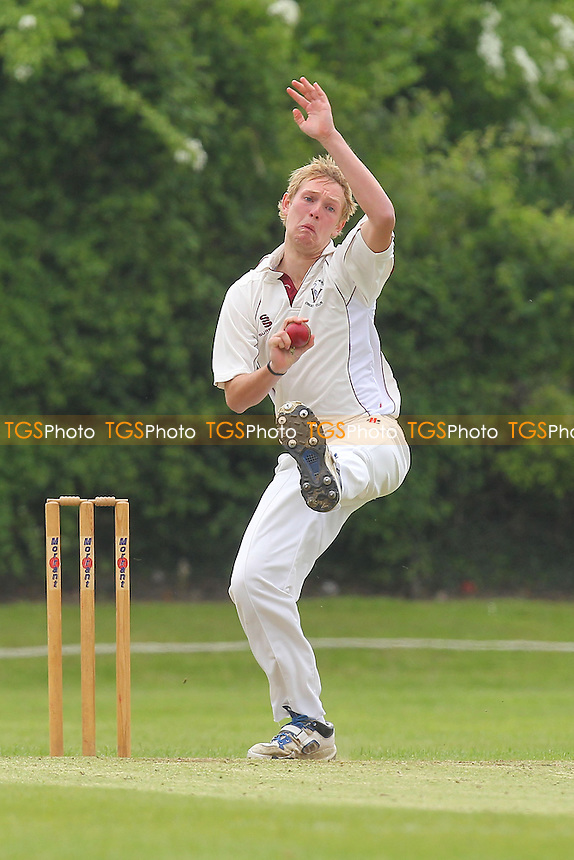 J Porter in bowling action for Fives - Fives & Heronians CC vs Ardleigh Green CC - Essex Cricket League - 01/06/13 - MANDATORY CREDIT: Gavin Ellis/TGSPHOTO - Self billing applies where appropriate - 0845 094 6026 - contact@tgsphoto.co.uk - NO UNPAID USE