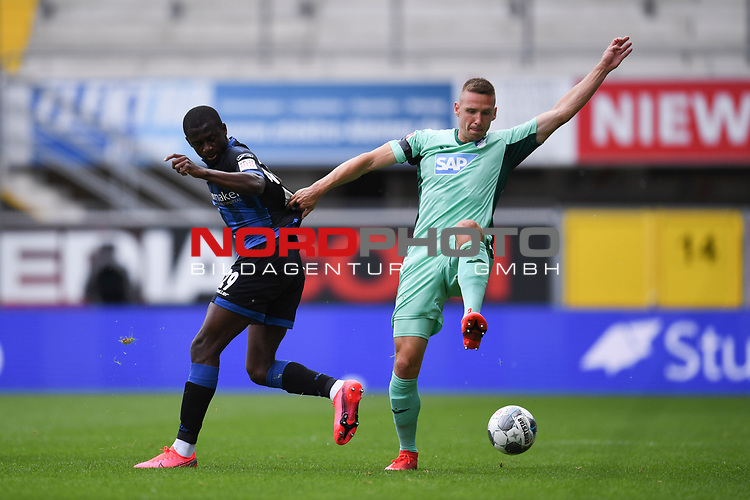 Jamilu Collins (SC Paderborn #29) im Duell gegen Pavel Kaderabek (TSG 1899 #3), <br /><br />Foto: Edith Geuppert/GES /Pool / Rauch / nordphoto <br /><br />DFL regulations prohibit any use of photographs as image sequences and/or quasi-video.<br /><br />Editorial use only!<br /><br />National and international news-agencies out.