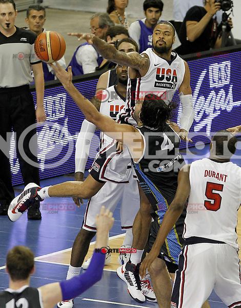 USA's Tyson Chandler (r) and Argentina's Luis Scola during friendly match.July 22,2012. (ALTERPHOTOS/Acero) /NortePhoto.com*2012-07-22<br /> **CREDITO*OBLIGATORIO** <br /> *No*Venta*A*Terceros*<br /> *No*Sale*So*third*<br /> *** No Se Permite Hacer Archivo**