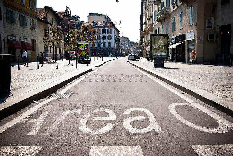 Milano, Area C, zona a traffico limitato (ZTL) con ingresso a pagamento. Corso Garibaldi --- Milan, Area C, limited traffic zone with entrance fee. Garibaldi street