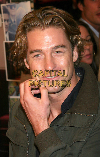 "SCOTT SPEEDMAN.NY Premiere of ""Elizabethtown"", Lowes Lincoln Square, NYC.  .October 11th, 2005.Photo: Jackson Lee/Admedia/Capital Pictures.Ref: JL/ADM/CAP.headshot portrait scratching face.www.capitalpictures.com.sales@capitalpictures.com.© Capital Pictures."