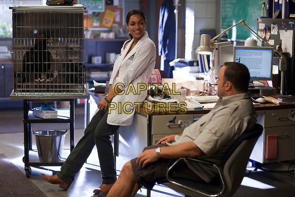 Rosario Dawson and Kevin James.in Zookeeper.*Filmstill - Editorial Use Only*.CAP/PLF.Supplied by Capital Pictures.