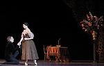 ONEGUINE..Choregraphie : CRANKO John.Mise en scene : CRANKO John.Compositeur : TCHAIKOVSKI Piotr Ilyitch.Decor : ROSE Jurgen.Lumiere : BJARKE Steen.Costumes : ROSE Jurgen.Avec :.MOREAU Herve.CIARAVOLA Isabelle.Lieu : Opera Garnier.Ville : Paris.Le : 15 04 2009.© Laurent PAILLIER CDDS Enguerand