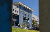 CURITIBA, PR, 17.11.2014 - LAVA-JATO / POLICIA FEDERAL/ CURITIBA -  Sede da Policia Federal em Curiitba, na manhã desta segunda-feira (17), onde se encontram presos os 23 execultivos da sétima operação Lava Jato. (Foto: Paulo Lisboa / Brazil Photo Press)