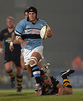 2005/06 Powergen Cup, London Wasps vs Cardiff Blues,  Blues, Robin Sowden Taylor breaks through to score  the third try for Cardiff. Causeway Stadium, Wycombe, ENGLAND, 07.10.2005   © Peter Spurrier/Intersport Images - email images@intersport-images..   [Mandatory Credit, Peter Spurier/ Intersport Images].