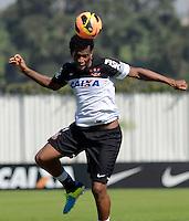 SÃO PAULO,SP, 05 julho 2013 -  Gil  durante treino do Corinthians no CT Joaquim Grava na zona leste de Sao Paulo, onde o time se prepara  para para enfrenta o Bahia pelo campeonato brasileiro . FOTO ALAN MORICI - BRAZIL FOTO PRESS