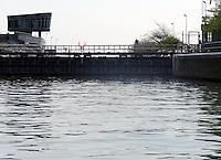 Chicago River, locks