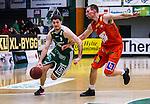 S&ouml;dert&auml;lje 2014-01-03 Basket Basketligan S&ouml;dert&auml;lje Kings - Bor&aring;s Basket :  <br /> S&ouml;dert&auml;lje Kings Toni Bizaca i kamp om bollen med Bor&aring;s Mike Palm <br /> (Foto: Kenta J&ouml;nsson) Nyckelord: