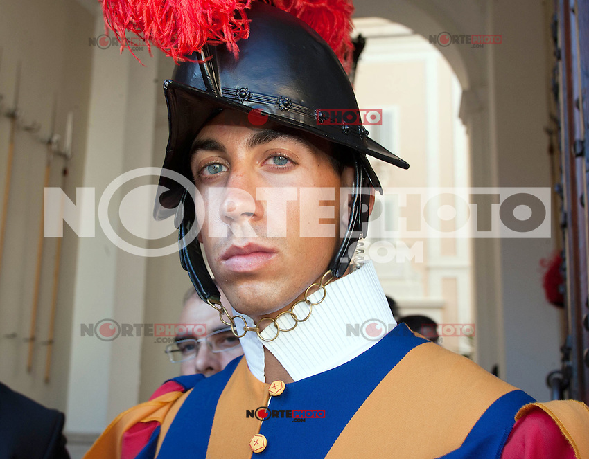 Swiss guard at the honorary evening for Pope Benedict XVI. for his 85th Birthday in the courtyard of the papal summer residence at Castel Gandolfo in Italy, with costumes clubs from all over Bavaria. Castel Gandolfo, Italy, 03.08.2012...Credit: Nickels/face to face / Mediapunchinc  - ***online only for weekly magazines**** /NortePhoto.com<br />