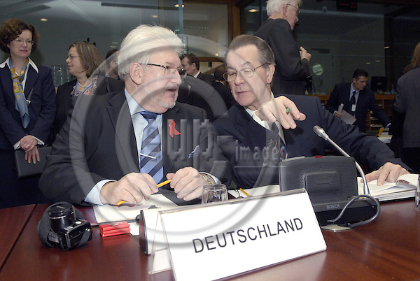 Brussels-Belgium - 01 December 2006---European Ministers for Employment / Labour meet at EU-Council level; here, Franz MÜNTEFERING (Muentefering) (ri), Deputy Federal Chancellor and Federal Minister for Labour and Social Affairs of Germany, with his Parliamentary State Secretary, Gerd ANDRES (le)---Photo: Horst Wagner/eup-images