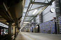 Besuch im ICE-Werk Leipzig..Im Bild: Werkhalle mit Blick auf Kleinteile-Regale. Foto: Jan Kaefer / aif