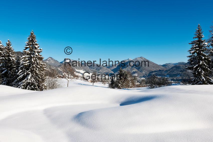 Austria, Tyrol, Kaiserwinkl, near Koessen: winter scenery at the German-Austrian border with Reit im Winkl at background   Oesterreich, Tirol, Kaiserwinkl, bei Koessen: Winterlandschaft an der deutsch-oesterreichischen Grenze, im Hintergrund Reit im Winkl