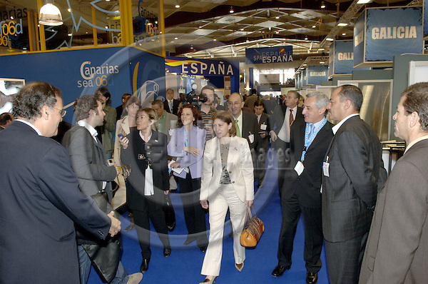 Brussels-Belgium - 10 May 2006---The Spanish autonomous Regions of Andalucia, Canarias, Pais Vasco and Galicia particpate at ESE 2006 (European Seafood Exposition) at Heizel/Heysel Expo; here, on their round tour, the Minister for Agriculture, Fisheries and Food of Spain, Elena ESPINOSA MANGANA (ce), with Juan Carlos MARTÍN FRAGUEIRO (to her right), General-Secretary of Sea Fishery at the Ministry---Photo: Horst Wagner/eup-images