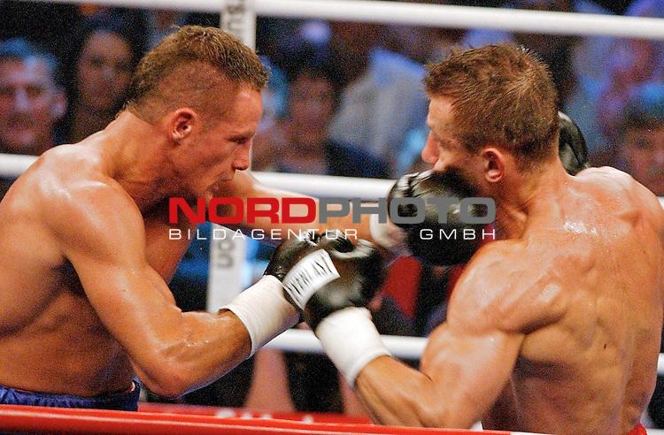 WBC Light Heavyweight Championship<br /> <br /> Duesseldorf Mehrzweckhalle<br /> <br /> Thomas Ulrich ( Germany ) vs. Tomasz Adamek ( Polen )<br /> <br />  <br /> <br /> Thomas Ulrich erziehkte hier einen Treffer am Kopf gegen  Tomasz Adamek.<br /> <br /> Foto :&copy; nordphoto <br /> <br /> <br /> <br /> <br /> <br /> <br /> <br /> <br /> <br /> <br /> <br /> <br /> <br /> <br /> <br />  Champions Leaque CL 05/06<br /> <br /> <br /> <br /> <br /> <br /> <br /> <br /> <br /> <br /> Foto :&copy; nordphoto <br /> <br /> <br /> <br /> <br /> <br /> <br /> <br />  *** Local Caption *** Foto ist honorarpflichtig! zzgl. gesetzl. MwSt.<br /> <br /> <br /> <br /> <br /> <br /> <br /> <br /> Belegexemplar erforderlich