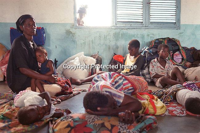 A family in Chaquealni transit camp in Mozambique. They are sleeping in a school; refugees; floods..©Per-Anders Pettersson/iAfrika Photos