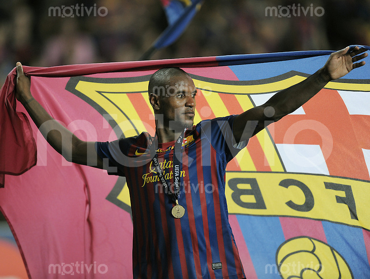 FUSSBALL   UEFA SUPER CUP 2011  26.08.2011 FC Barcelona - FC Porto JUBEL Eric Abidal  (Barca) mit Fahne